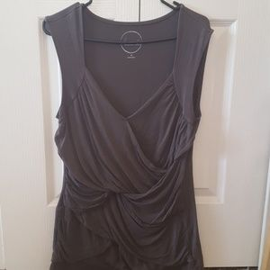 Sleeveless olive or Gray shirt
